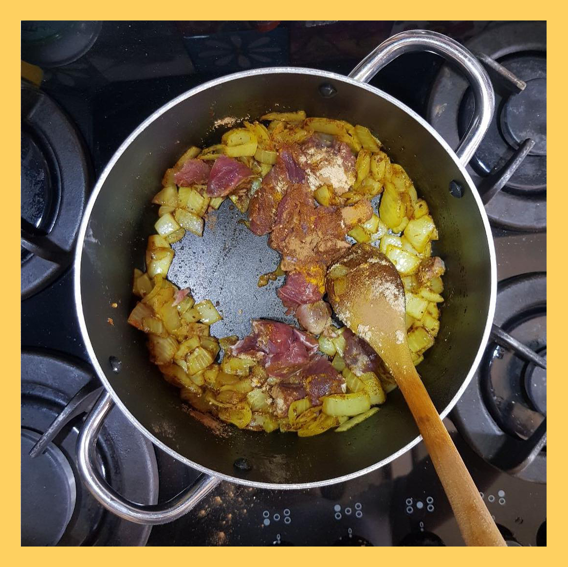lamb meat and fried onions, پیاز و گوشت تفت داده شده