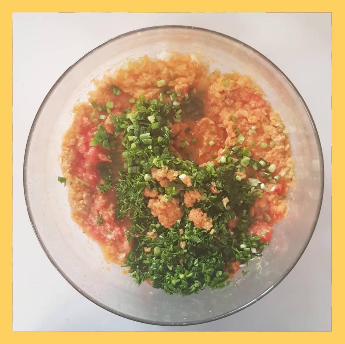 اضافه کردن جعفری و تره و پیازچه , Added parsley leeks and onions to the combination