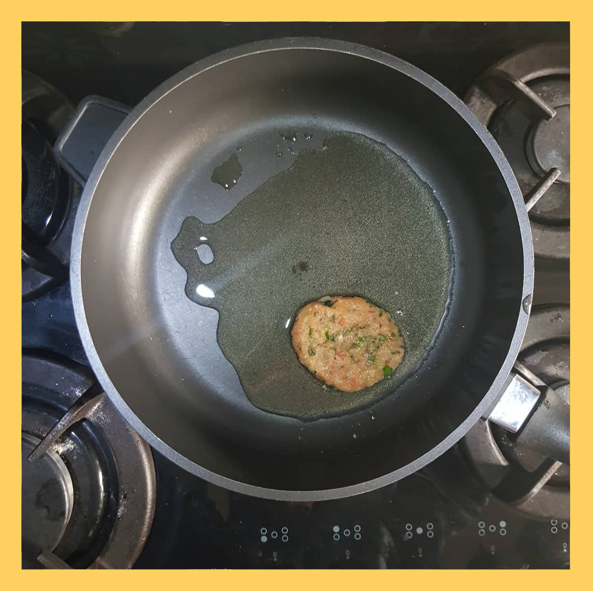 fried the cuylet in oil , کتلت مرغ 3