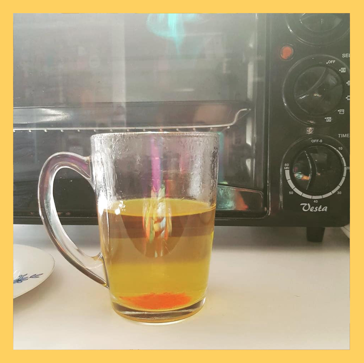Saffron and boiled water, زعفران و آب جوش