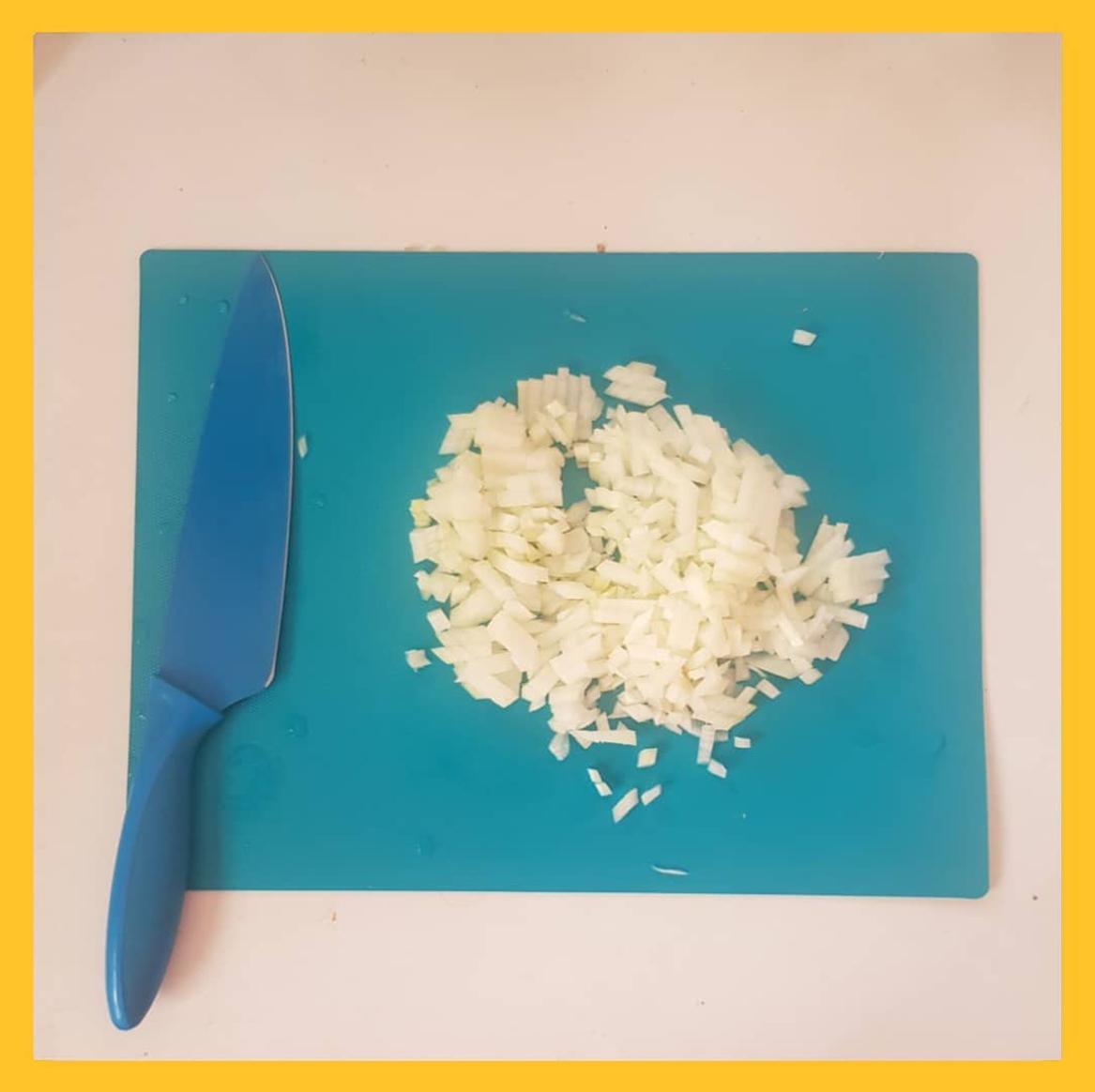 chopped oninon for flu vegetable soup ,پیاز خرد شده